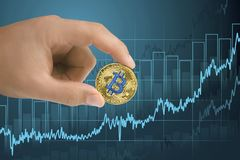 För förstärkning och för växa finansiell tillväxtgraf för bitcoin för gillande, Stigning upp av värdecryptocurrencyen royaltyfri bild