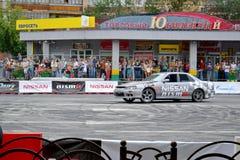 För första gången i Tyumen 18.08.2013 storstilat Nismo G-drev Royaltyfria Foton