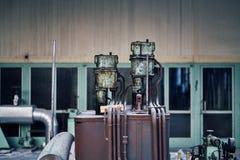 För fabriksbyggnad för gammal borttappad abandonend industriell kraftstation Royaltyfria Bilder