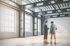 För fabrikskontor för tom vägg inre, folk Fotografering för Bildbyråer