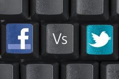 För Facebook tangenter för tangent kontra Twitter datortangentbord Arkivfoton