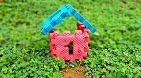 För fastighethus för nummer ett hus för försäljning och för konstruktion fotografering för bildbyråer