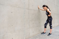 För feriesjälv för kvinnlig idrottsman nen färdig utbildning arkivfoton
