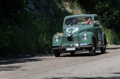 ` 1950 1 för FIAT 500 C ` TOPOLINO på en gammal tävlings- bil samlar in Mille Miglia 2017 Fotografering för Bildbyråer