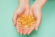 För fiskolja för vitamin Omega-3 kapslar Royaltyfria Foton