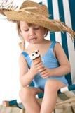 is för flicka för däck för strandstolskräm little Arkivfoto