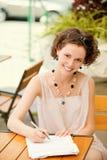 för flicka penna utomhus Fotografering för Bildbyråer