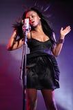 för flickamusik för afrikansk amerikan härlig sångare Royaltyfria Foton
