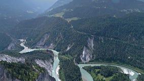 För Flims Schweiz för dalflodsikt antenn 4k landskap stock video