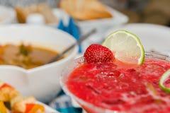 för folklösning för coctail sund jordgubbe Arkivfoto