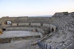 För forumteatern för den gamla rundan fördärvar den roman italienska spanska antikviteten stenturism royaltyfri bild