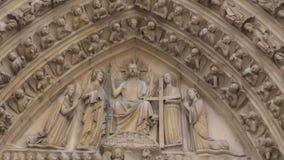 för france för domkyrkadamefacade berömd för paris för notre arv värld för unesco för statyer för lokal saint lager videofilmer
