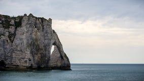 för france normandy för klippaetretat berömd tide hav Arkivbilder
