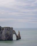 för france normandy för klippaetretat berömd tide hav Arkivfoto