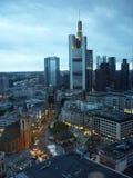 för frankfurt för område finansiella skyskrapor horisont Arkivbild