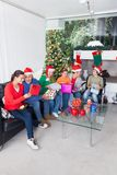 För gåvaask för familj öppen ferie för jul Arkivbilder