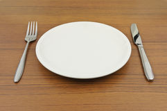 för gaffelkniv för maträtt tomt trä för tabell Arkivbilder