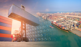 För gaffeltruck- och behållaresändnings för dubbel exponering fartyg Fotografering för Bildbyråer