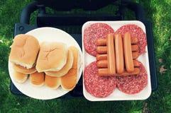 För galler mat ut för kock ut Arkivfoto