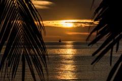 för galway ireland för fartygstadscorrib ståndsmässig fiska solnedgång flod Arkivbild