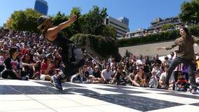 För gatafestival för två dansare strid Vancouver Kanada Juli 2016 stock video