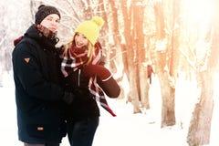 För gatavinter för par förälskad sol Royaltyfria Bilder