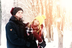 För gatavinter för par förälskad sol Fotografering för Bildbyråer