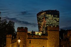 För gatawalkie-talkie för 20 Fenchurch byggnad och tornet - London, UK Royaltyfri Foto