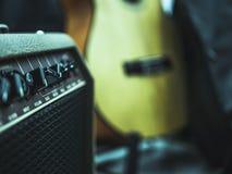 För gitarrrigg för gammal tappning retro ljudsignala knoppar royaltyfria foton