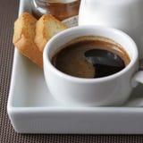 för glass hällande plats honungjar för frukost Arkivfoto