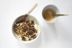 för glass hällande plats honungjar för frukost Royaltyfri Bild