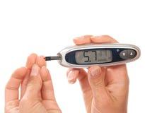 För glukosnivå för sockersjuka tålmodigt mäta blod Royaltyfri Bild