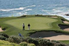 för golfhål för 7 strand pebble Arkivbild