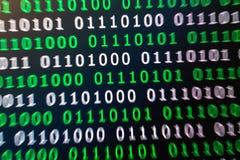 För gräsplanblått för binär kod digital färg på svart bakgrund Royaltyfri Fotografi