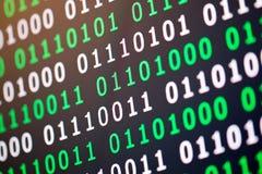 För gräsplanblått för binär kod digital färg på svart bakgrund Royaltyfria Foton