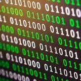 För gräsplanblått för binär kod digital färg på svart bakgrund Royaltyfria Bilder