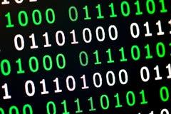 För gräsplanblått för binär kod digital färg på svart bakgrund Royaltyfri Foto
