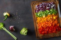 För grönsakskärbräda för bästa sikt skivad sp för kopia för bakgrund för mat arkivfoton