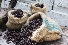 För grillade kaffebönor Royaltyfri Bild