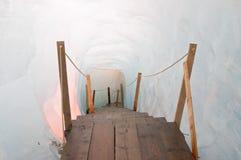 is för grottaeisgrottespång inom rhonegletscher Arkivbilder
