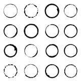 För grungecirkel för vektor fastställda slaglängder för borste Arkivfoto