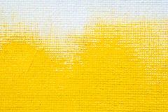 För grungegränsen för abstrakt gul bakgrund kantar vit färg för guling med vit kanfas, textur för tappninggrungebakgrund royaltyfri foto
