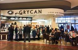 För Grycan för mitt för shopping för Koszalin Polen hjärtförmakgalleria återförsäljare Icecream Arkivfoto