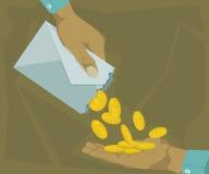 För händer mynt ut i ett kuvert Royaltyfri Bild