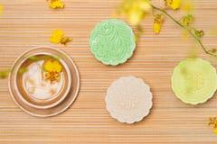 För höstfestival för traditionell kines mitt- mat Snöig hudmooncak arkivfoton