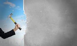 för hammarehand för bakgrund modernt stort hus för holding Royaltyfri Fotografi