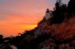 för hamnfyr för stång bas- maine solnedgång Arkivbild