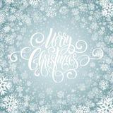 För handskriftskrift för glad jul bokstäver Jul som hälsar bakgrund med snöflingor också vektor för coreldrawillustration Royaltyfri Fotografi