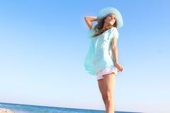 för havssky för bakgrund härlig kvinna Royaltyfri Fotografi