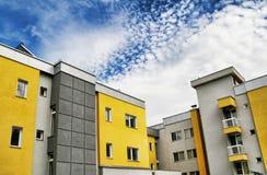 för hdrstolpe för apokalyptisk byggnad dramatisk sky Arkivbild